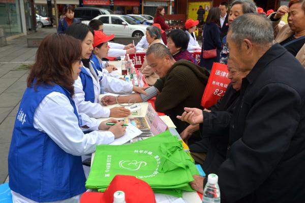 """伟德体育温江区启动""""学雷锋月""""志愿服务活动 发布年度志愿服务重点项目"""